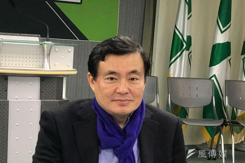 民進黨秘書長洪耀福對國民黨選舉佈局如數家珍,一周一建議,比國民黨還熱心。(顏振凱攝)