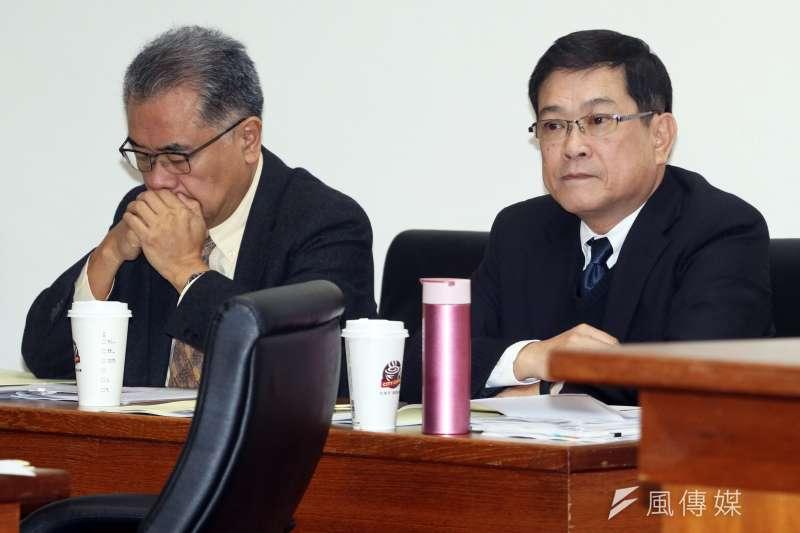 立法院經濟委員會,邀請台糖董事長黃育徵(左)、台電董事長楊偉甫(右)出席備詢。(蘇仲泓攝)