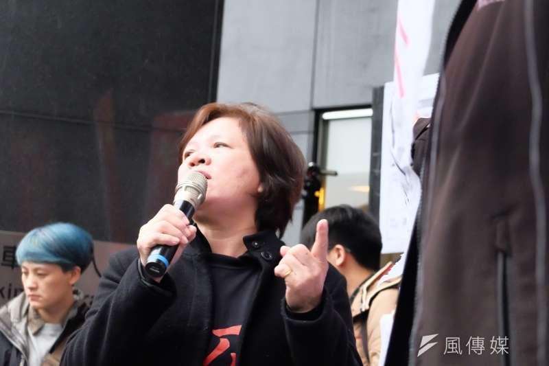 20171212-行政院長賴清德與工商團體12日於台北市五星級飯店花園酒店進行早餐會,勞工團體在外集結為《勞基法》修法抗議。圖為工傷協會理事長林淑真。(謝孟穎攝)