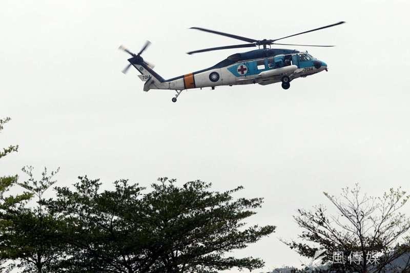 2017-12-12-國防部直升機演訓,空軍S-70C直升機。(蘇仲泓攝)