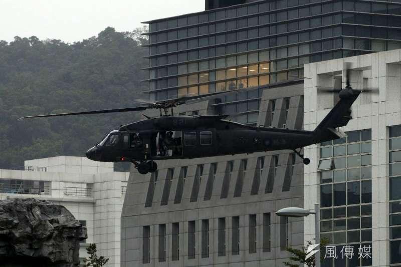 2017-12-12-國防部直升機演訓,陸航UH-60M直升機。(蘇仲泓攝)