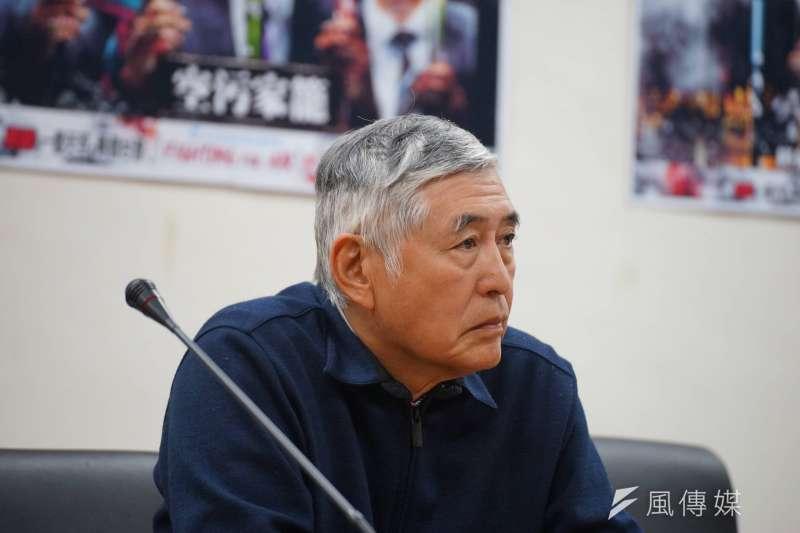台灣健康空氣行動聯盟、南部反空污大聯盟12日上午在立法院召開記者會,導演柯一正出席。(盧逸峰攝)
