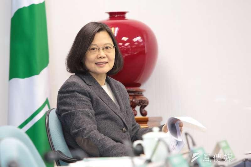 總統蔡英文為高雄市長陳菊寫推薦序,並表示台灣永遠是「菊姐生命中的重中之重」。(資料照,顏麟宇攝)