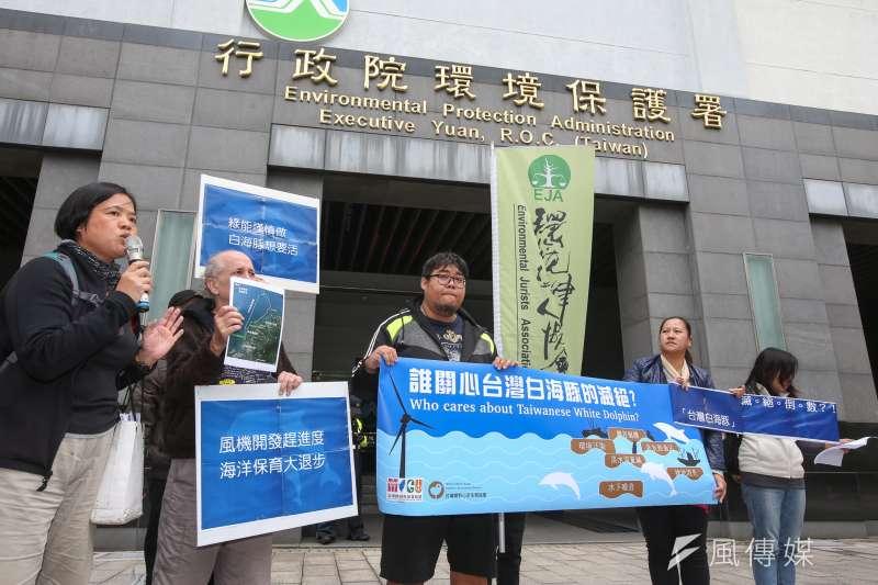 圖為環保團體「台灣白海豚滅絕倒數」在署外舉行記者會呼救。(資料照,陳明仁攝)