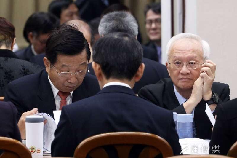 第一金控董事長董瑞斌(右)表示,目前已假扣押慶富的存款、船隻、大樓、股票等資產。(資料照,蘇仲泓攝)