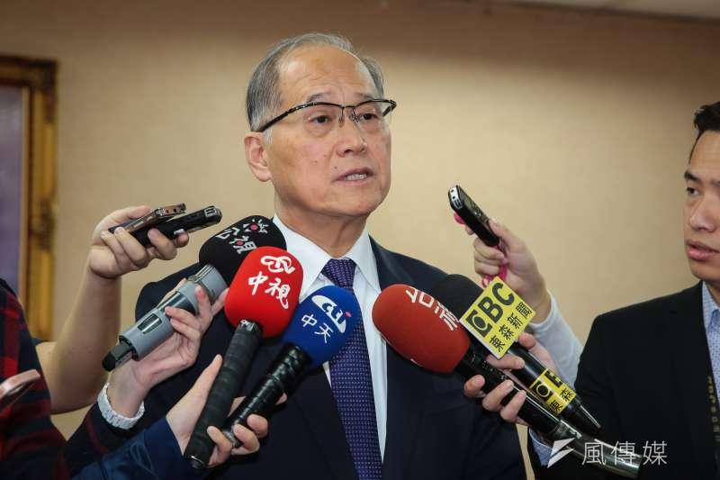 外交部長李大維為護照誤植風波鞠躬道歉,表示應負的責任絕對會負起。(資料照,顏麟宇攝)