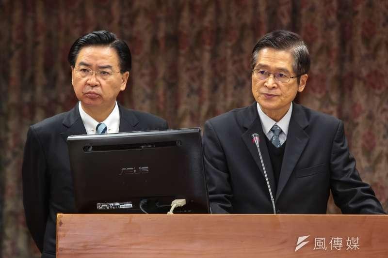 國安會秘書長嚴德發(右)將轉任國防部長、總統府秘書長吳釗燮(左)將轉任外交部長。(資料照片,顏麟宇攝)