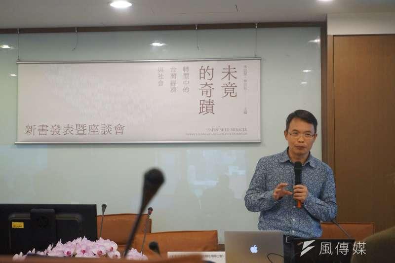 由中央研究院出版的《未竟的奇蹟:轉型中的台灣經濟與社會》,今(15)天舉辦新書發表會,邀集國內外社會學者,針對台灣近20年來的經濟發展與轉變,從各議題面向切入,探討台灣的經濟如何從過去的「奇蹟典範」移轉到如今的「衰退典範」。