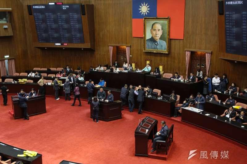 敏感爭議法案同一周排入議程,藍綠黨團都繃緊皮,嚴陣以待。示意圖。(資料照,顏麟宇攝)