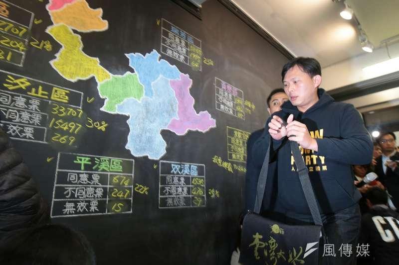 電子媒體不滿反嗆黃國昌,「您剛剛說要謙卑聆聽,但我的問題您並沒有回答」。(顏麟宇攝)
