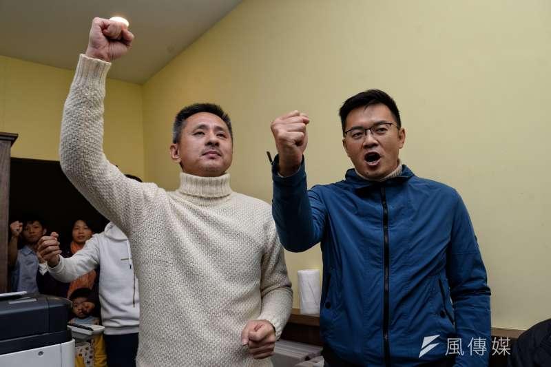 安定力量主席孫繼正(左)表示,投票率受氣候影響,但靠風雨倖存的政客,若還是繼續作秀,下一次就沒機會了。(甘岱民攝)