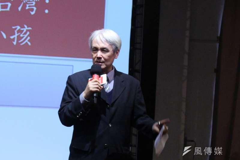 台大社會系教授薛承泰16日針對此議題進行演講,演講中大略講解台灣近年人口變化,雖然目前看來面臨挑戰,但老年化是不可逆轉。(方炳超攝)