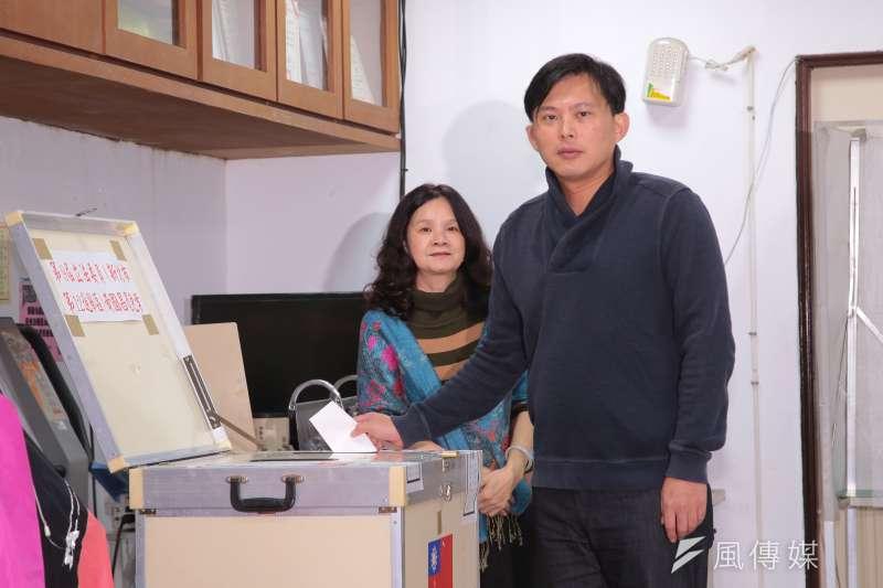 民進黨內多人研判,無論新北市長、台北市長,黃國昌(右)都在試探參選可能性。(顏麟宇攝)