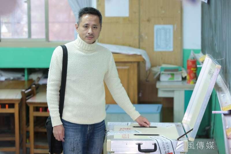發起罷免時代力量立委黃國昌的安定力量主席孫繼正16日一早至投票所投票。(顏麟宇攝)