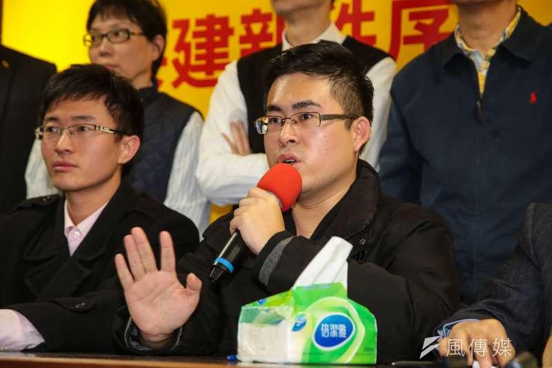 新黨發言人王炳忠20日針對昨日檢調搜索一事,召開記者會說明。(顏麟宇攝)