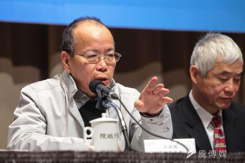 20171221-政務委員張景森21日於院會後,出席「空氣汙染防制行動方案」記者會。(顏麟宇攝)