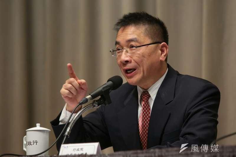行政院發言人徐國勇召開記者會,談勞基法修法方向。(顏麟宇攝)