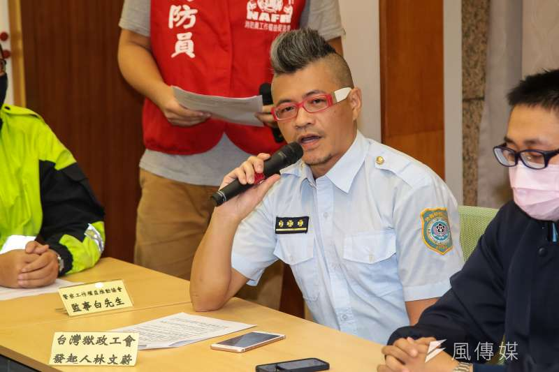 台灣獄政工會發起人林文蔚及多個公務單位工會團體22日一同召開「反對勞基法修惡,政府修法先守法」記者會。(顏麟宇攝)