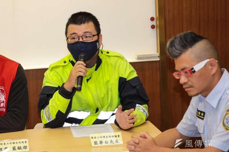 20171222-警察工作權益推動協會監事白先生及多個公務單位工會團體22日一同召開「反對勞基法修惡,政府修法先守法」記者會。(顏麟宇攝)