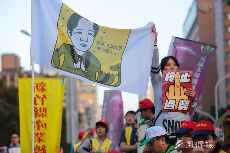 不論是示威或夢想都解決不了低薪問題。圖為「反對勞基法修惡大遊行」。(顏麟宇攝)