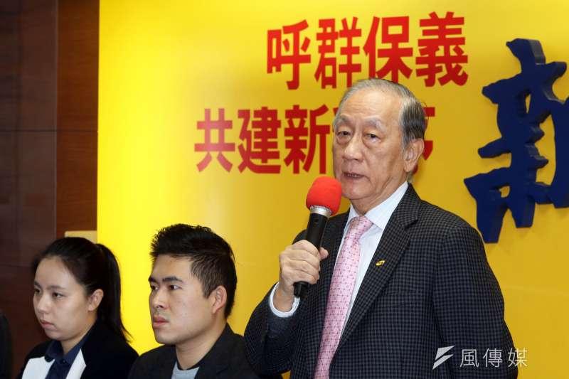 20171226-新黨上午召開「創新之旅」促進兩岸交流新聞發布會,由黨主席郁慕明(右)主持。(蘇仲泓攝)