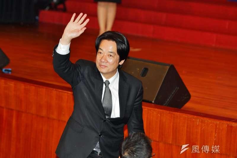 行政院長賴清德今天晚間出席「台灣88工商協進會」成立2週年餐會,賴揆致詞時,不滿修法的數名勞工、青年突襲進入會場。(資料照,盧逸峰攝)