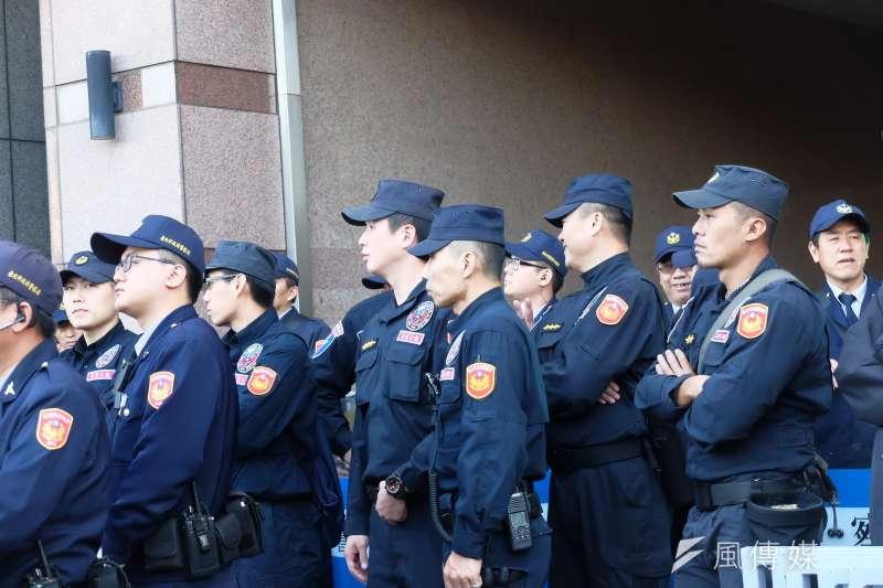 「警察勤務區家戶訪查辦法」修正草案今天通過,部分北市基層員警多給予正面看法。(資料照,謝孟穎攝)
