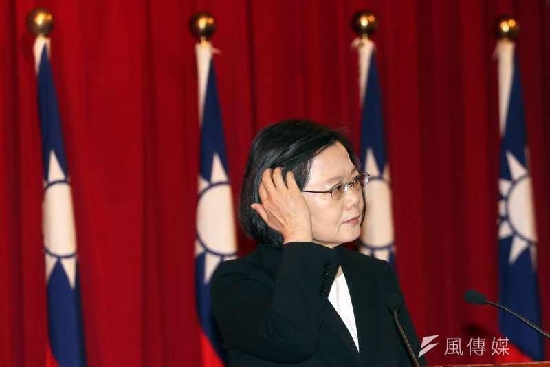 國防部舉行將官晉任布達暨授階典禮,總統蔡英文也到場向晉任將領講話訓勉。(蘇仲泓攝)