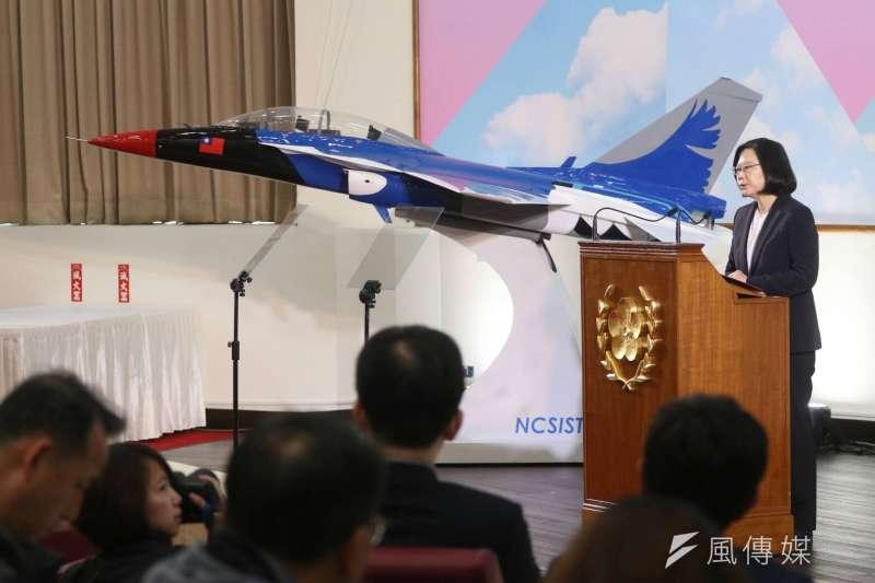 總統府29日下午在中科院龍園園區舉辦年終記者會,總統蔡英文指出,「台灣不大,但是我們保家衛國的決心很大。」(蘇仲泓攝)