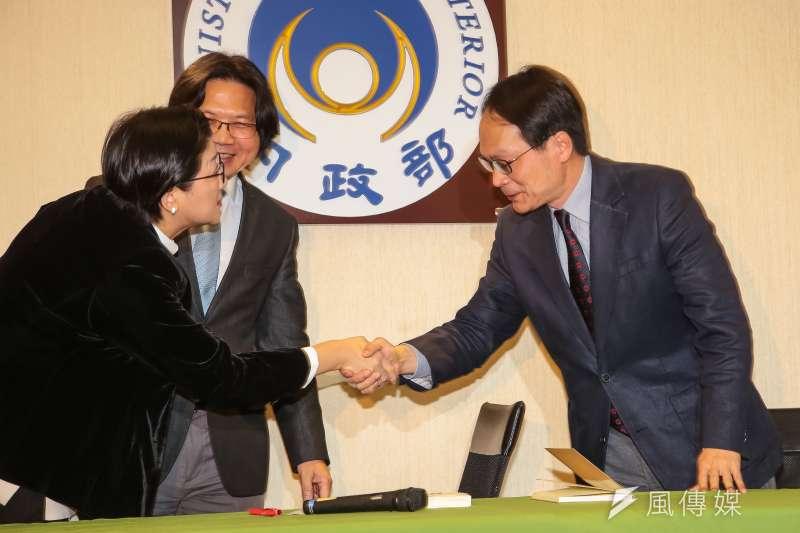 婦聯會主委雷倩、內政部長葉俊榮、黨產會主委林峯正29日下午於內政部共同簽訂備忘錄。(顏麟宇攝)