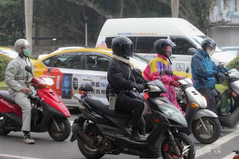 台灣健康空氣行動聯盟打臉李應元表示:「移動污染源中的機車污染比重占總境內污染源的6%不到。」(資料照,陳明仁攝)