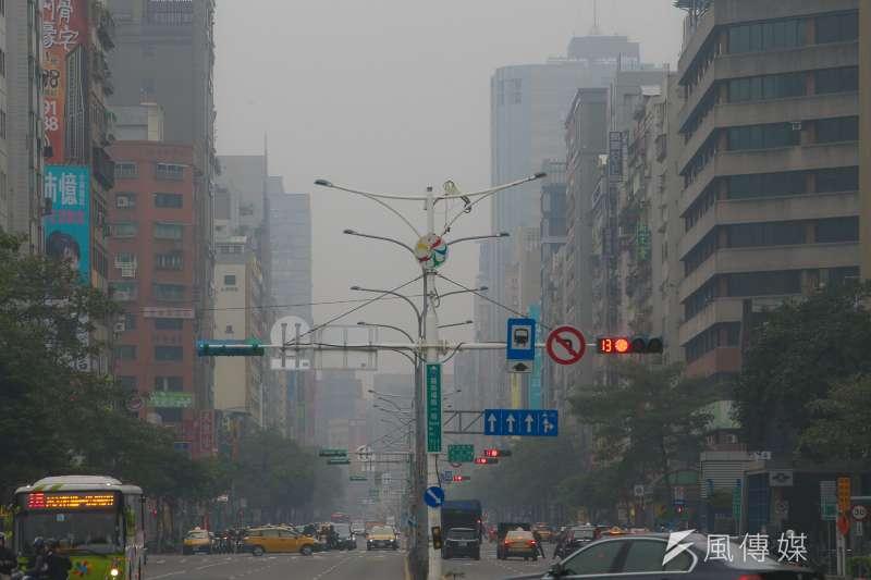 20171231-空污配圖:空氣品質指標(AQI),PM2.5,紅害,境外空污,霾害沙塵,台北市。(陳明仁攝)