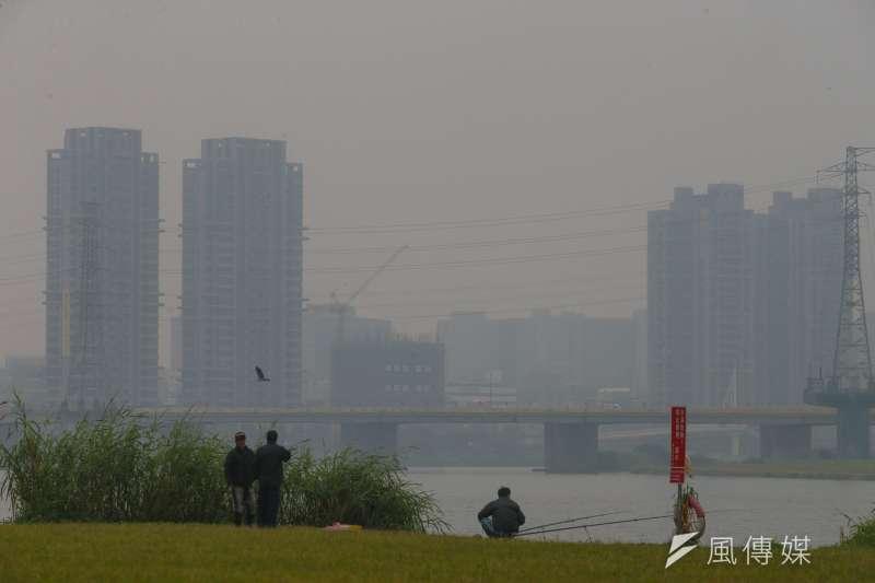 霾害沙塵讓今(30)日全台西半部、中部以北,空氣品質明顯惡化。(資料照)