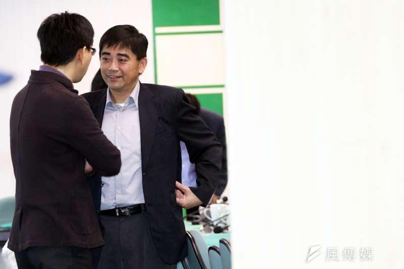 20180103-民進黨下午舉行中常會,國發會副主委邱俊榮(左二)出席。(蘇仲泓攝)