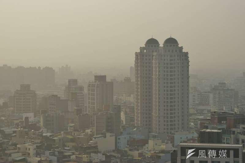 2018-01-03-新竹地區今日霧霾嚴重。空污、空汙、空氣品質04。(盧逸峰攝)