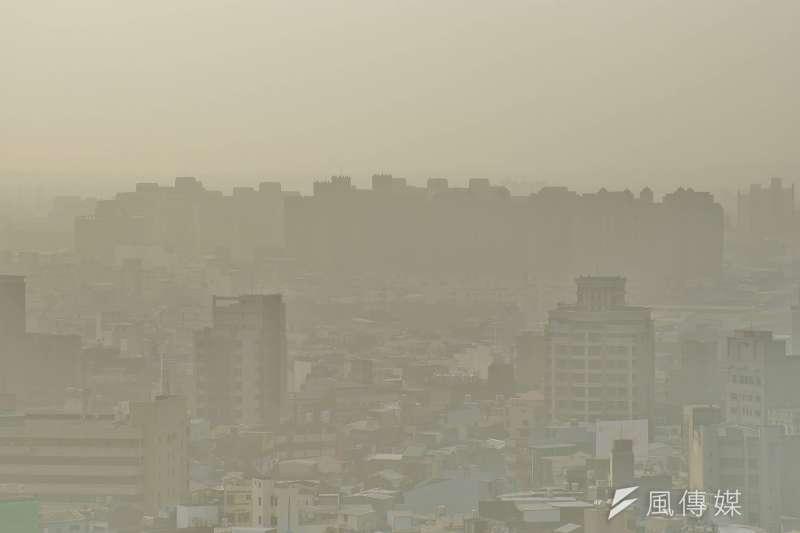 2018-01-03-新竹地區今日霧霾嚴重。空污、空汙、空氣品質02。(盧逸峰攝)