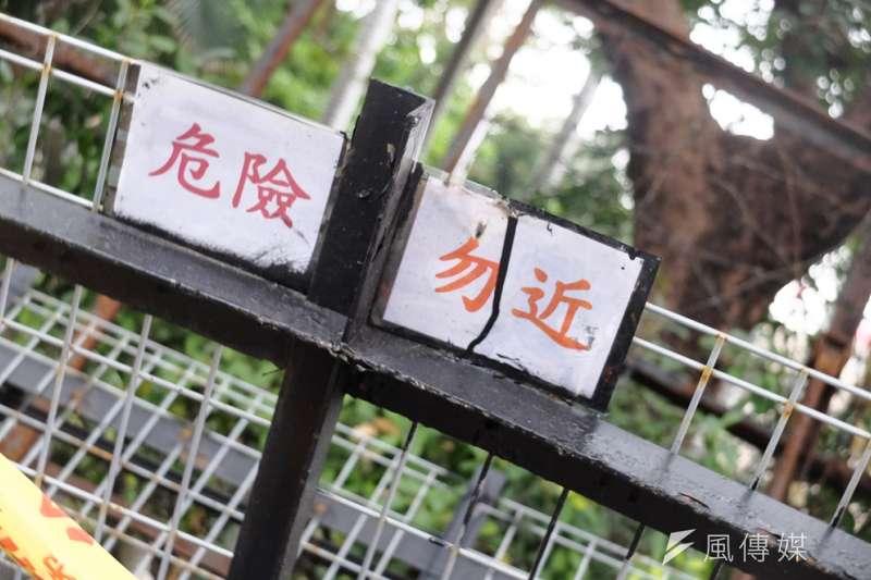 20180104-勞基法修法三讀前夕 行政院前拒馬(謝孟穎攝)