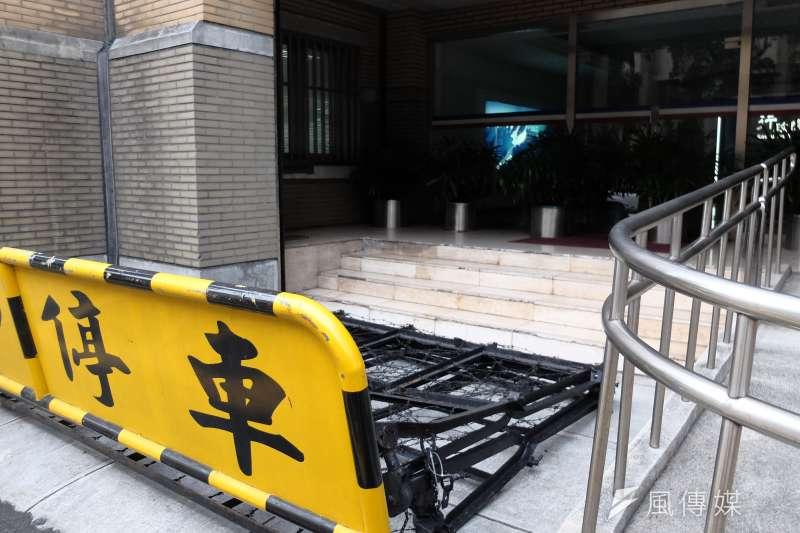 20180104-勞基法修法三讀前夕 行政院天津街未遭拒馬包圍破口(謝孟穎攝)