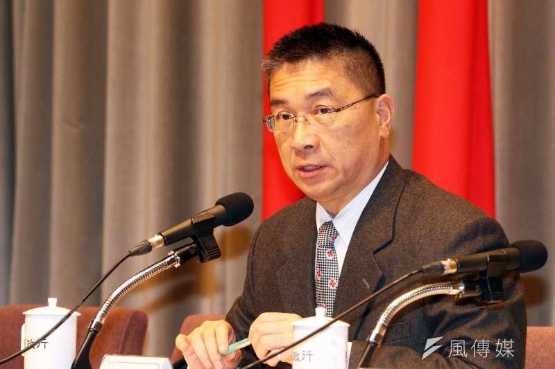 行政院發言人徐國勇表示,絕對不會有資方強制勞方「加班換補休」的情形。(資料照,蘇仲泓攝)
