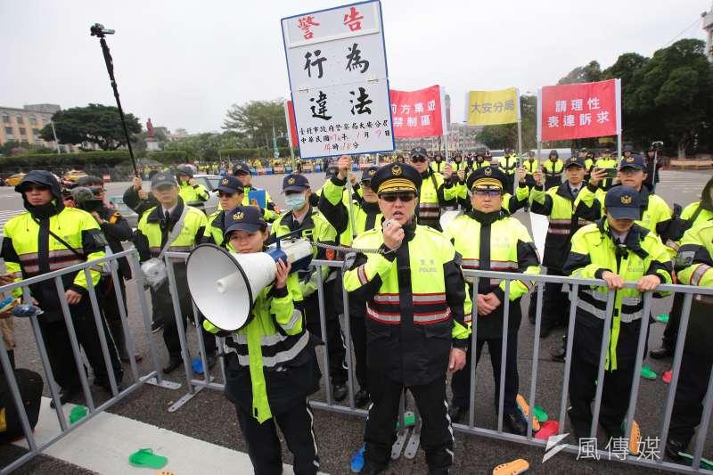 20180109-桃市產總理事長莊福凱9日於凱道前召開「未執政貓哭耗子,上台後鎮壓勞工」記者會。(顏麟宇攝)