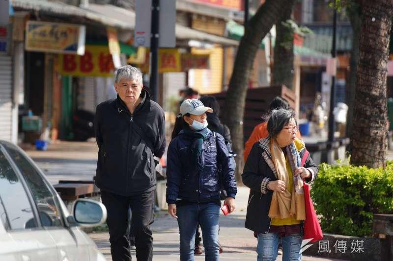 氣象專家吳德榮表示,下周二起將有入冬以來的首波冷氣團報到,預估中部以北低溫將下探14度。(資料照,盧逸峰攝)
