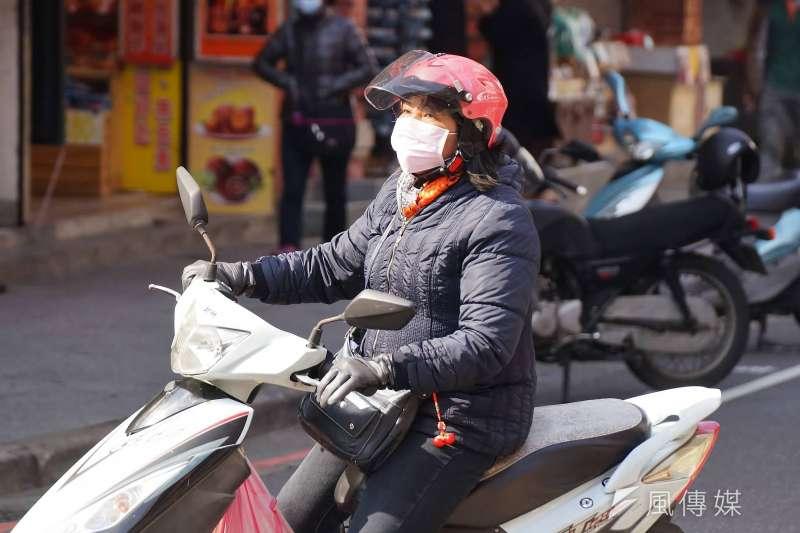 大陸冷氣團影響,27日北台灣整天偏冷,新竹以北、東北部高溫不超過20度,中央氣象局更對新竹苗栗發布低溫特報。(資料照,盧逸峰攝)
