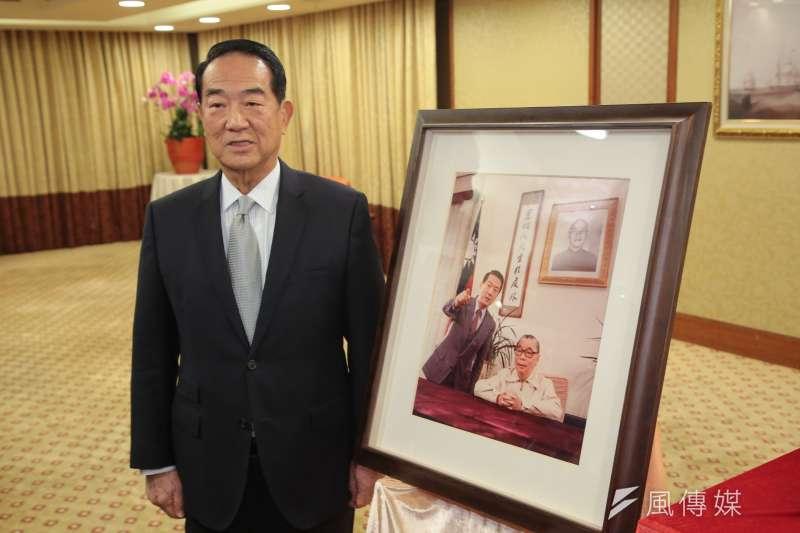 20180112-親民黨主席宋楚瑜12日出席「蔣經國祕書報告!」新書發表記者會。(顏麟宇攝)