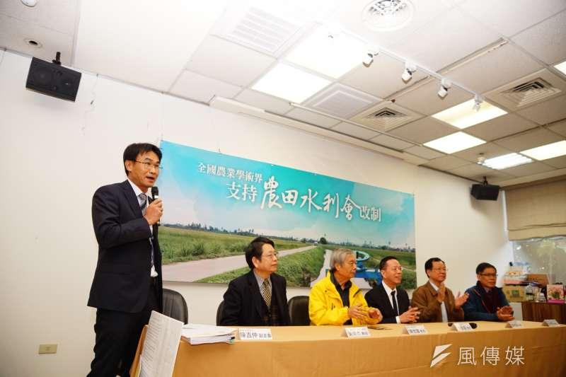 學術界支持農田水利會改制記者會,副主委陳吉仲發言。(盧逸峰攝)