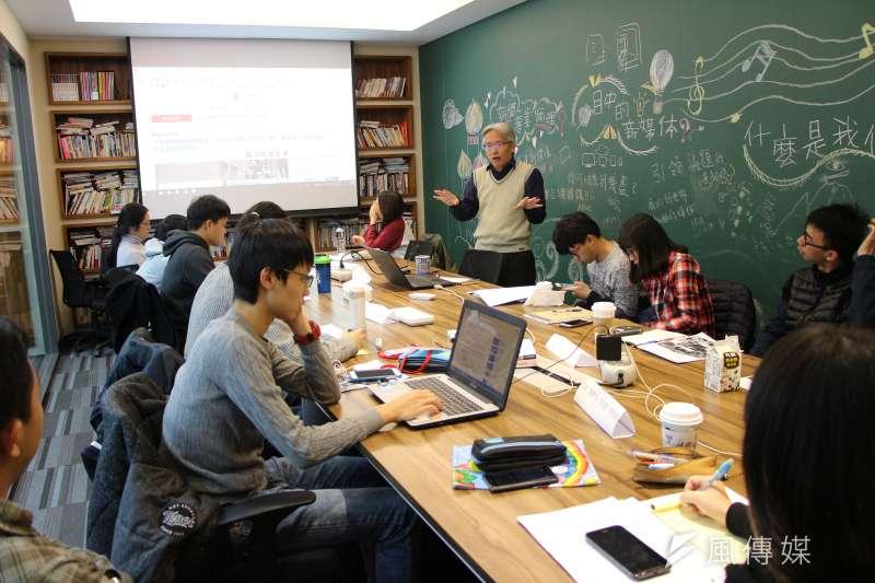 《風傳媒》國際新聞中心首度舉辦「編譯記者的冒險工廠」研習營,執行副總編輯閻紀宇帶領學員穿梭國際焦點議題(國際中心攝)