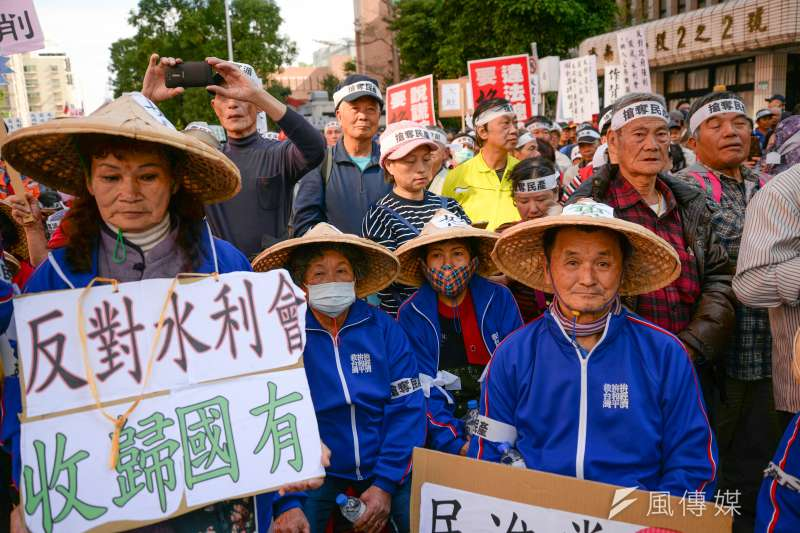 兩年前,萬人包圍立法院抗議農田水利會改公務機關,兩年後,該法還是即將強勢三讀通關。(資料照,甘岱民攝)