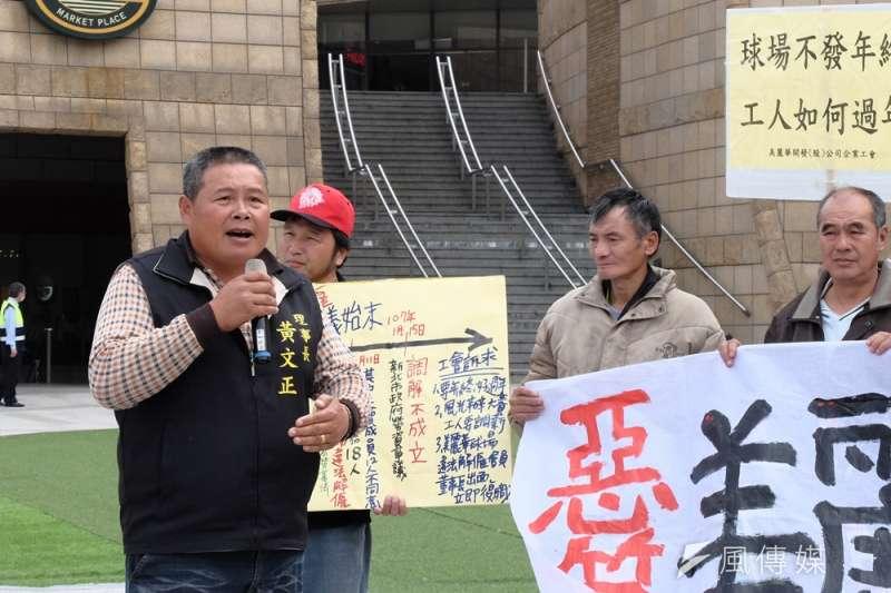 2017-01-18-美麗華企業工會與聲援團體於美麗華百貨前抗議,美麗華工會理事長黃文正。(謝孟穎攝)