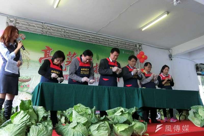 促銷地產冬季高麗菜,18日在農糧署教做五行開運高麗菜水餃及其他創意料理。(圖/王秀禾攝)