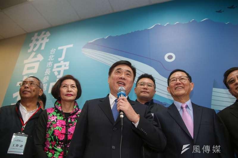 20180121-丁守中競選台北市長辦公室啟用茶會,國民黨副主席郝龍斌也前來致賀。(陳明仁攝)