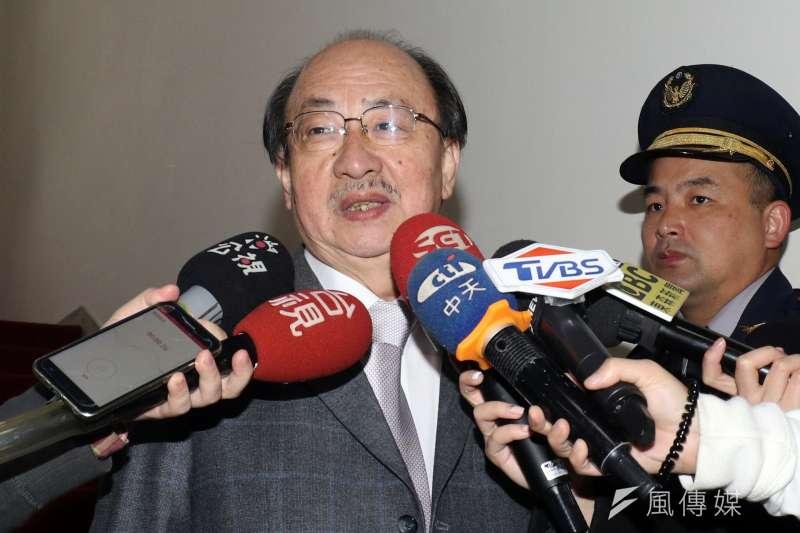 民進黨團總召柯建銘21日與辦公室團隊聚餐、合影。(資料照,蘇仲泓攝)
